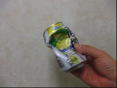 凹んだままのアルミ缶